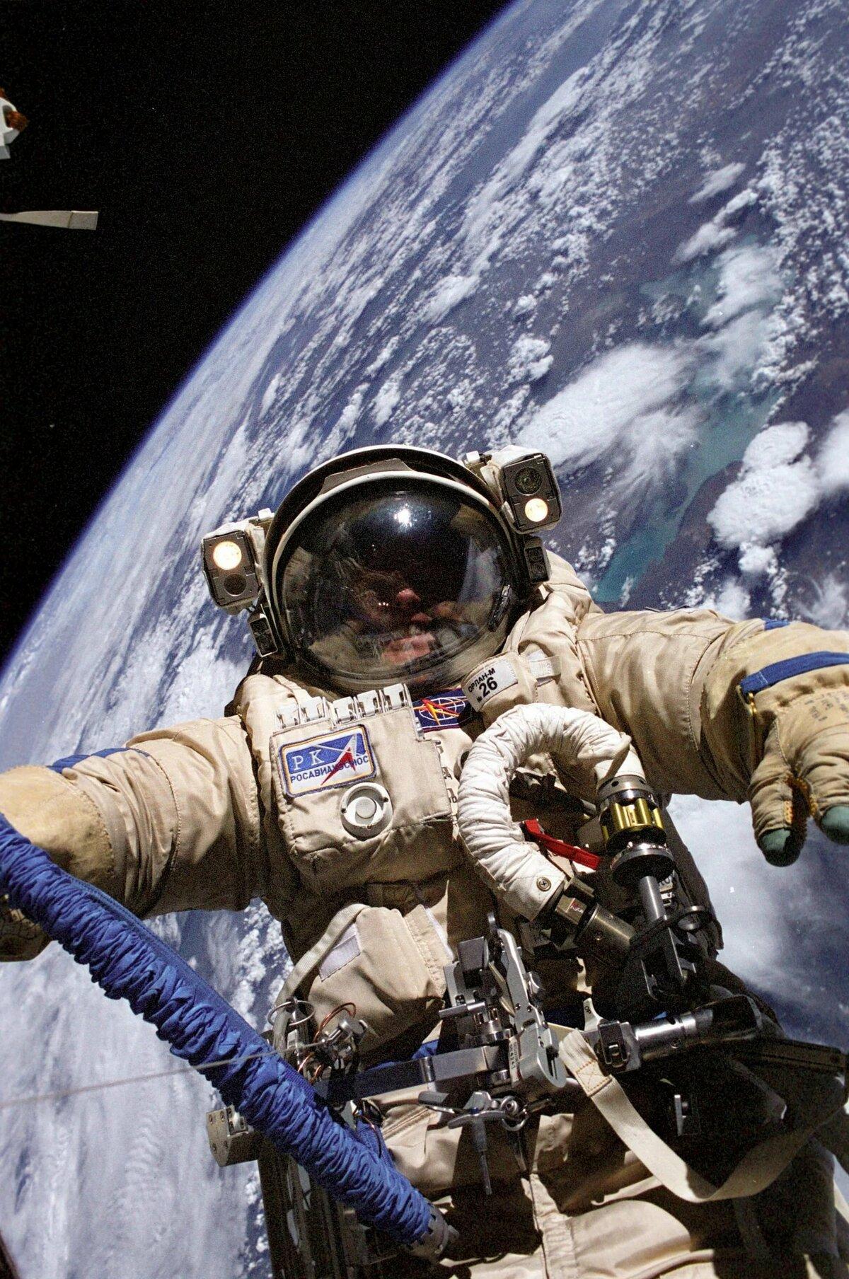 этому фото с днем космоса северной столицы