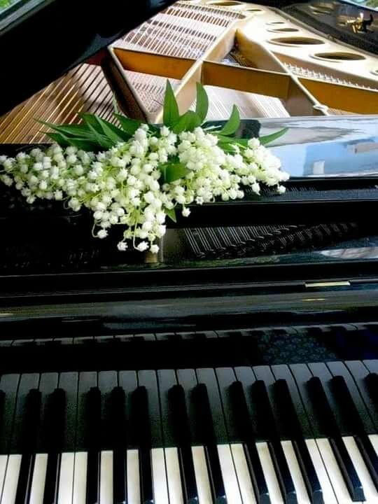 Картинки с пианино и цветами