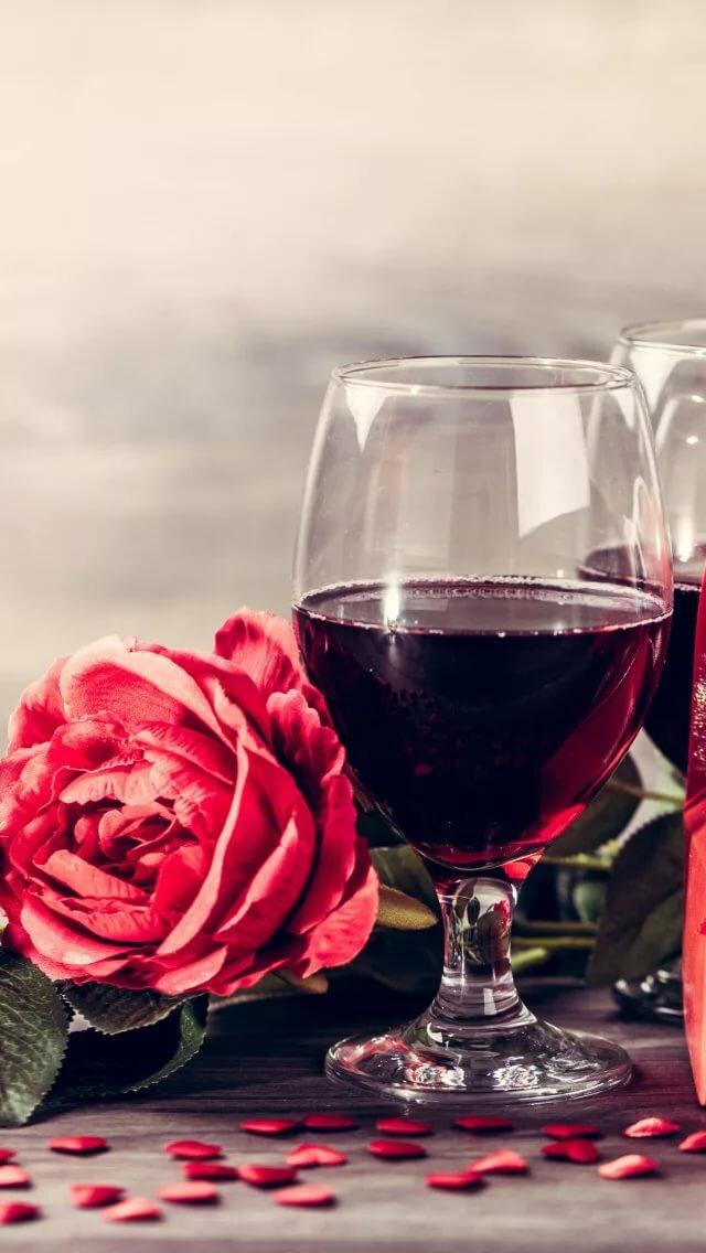 легкие роза и бокал вина фото девушки