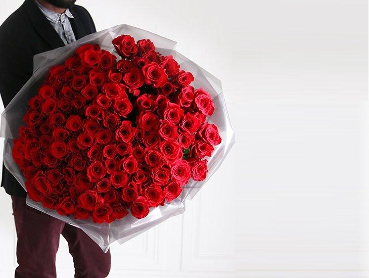 Ботанический, во сне мужчина подарил букет красных роз
