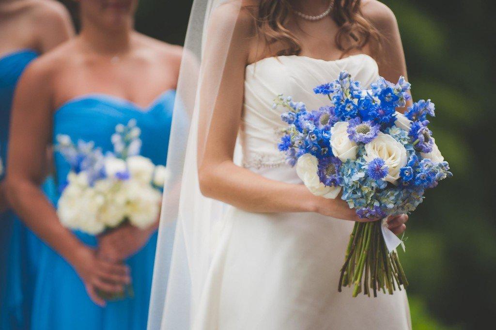 Свадебный букет невесты в голубых тонах, цветов елабуга