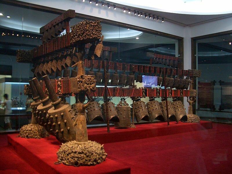 23 октября 2000 года китайские археологи обнаружили музей древних музыкальных инструментов