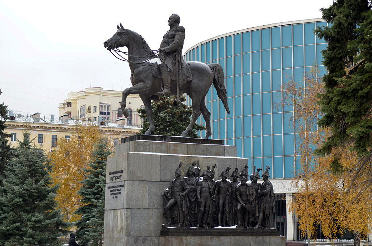 Памятник м и кутузова в москве картинки