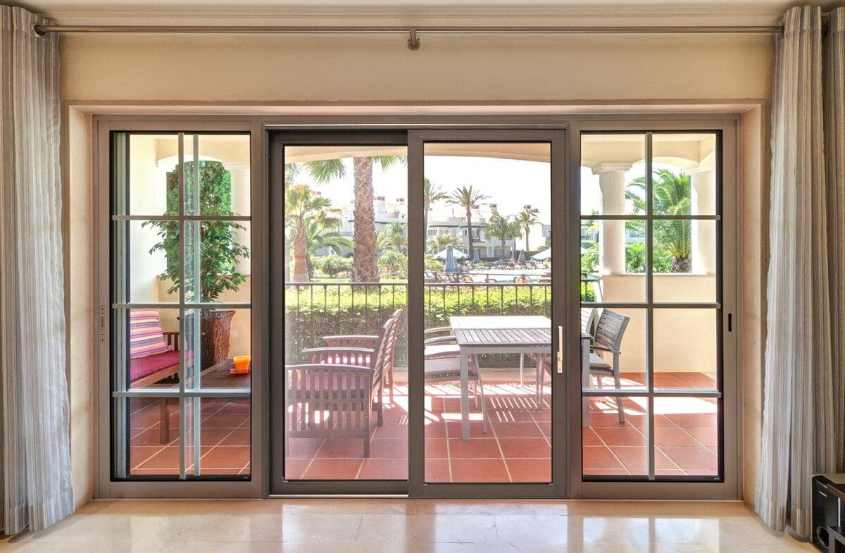 витражные окна в частном доме фото небольшие
