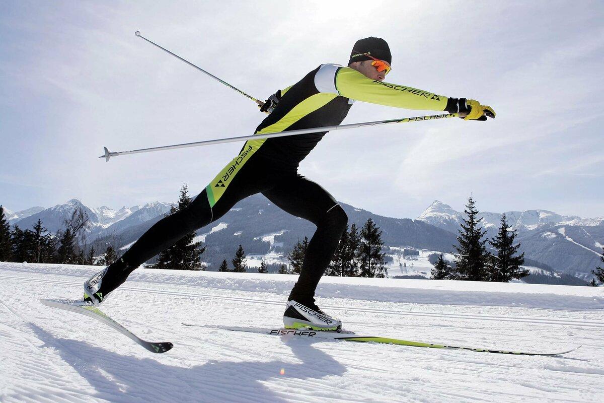 картинки или фото на лыжах вечер