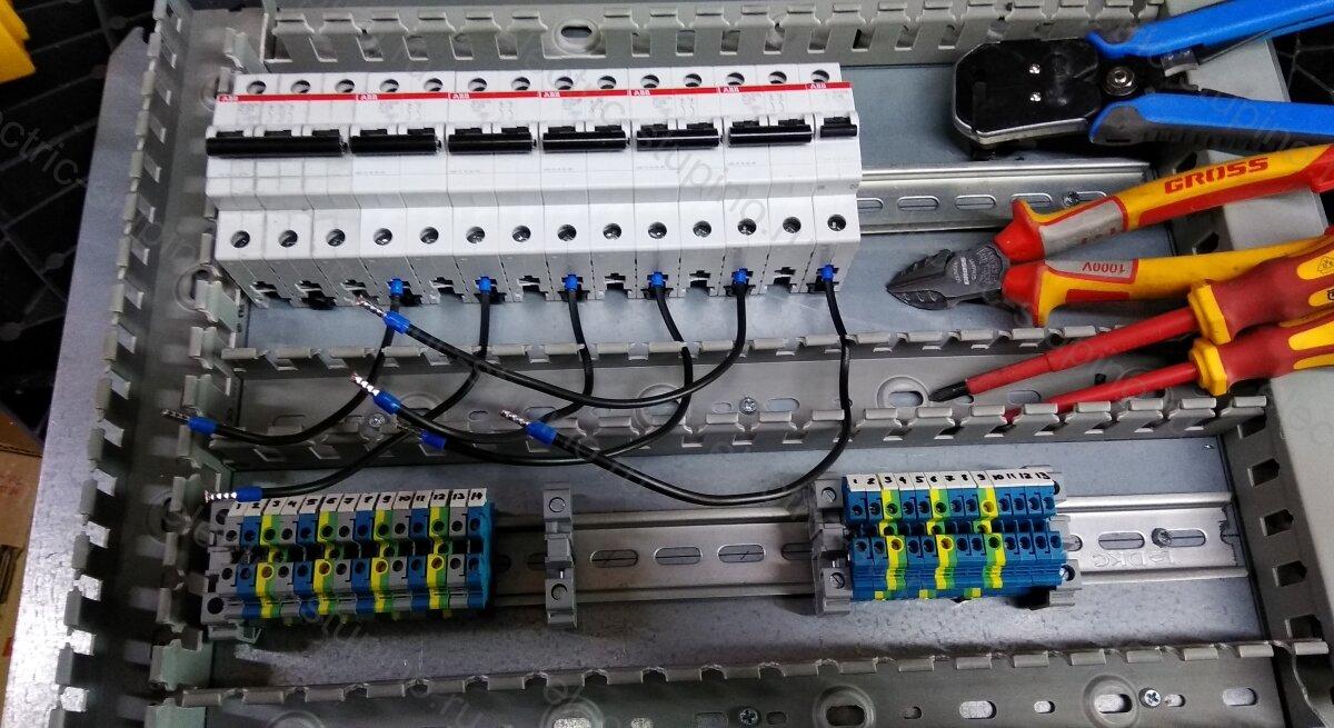 Установка автоматов в электрощите