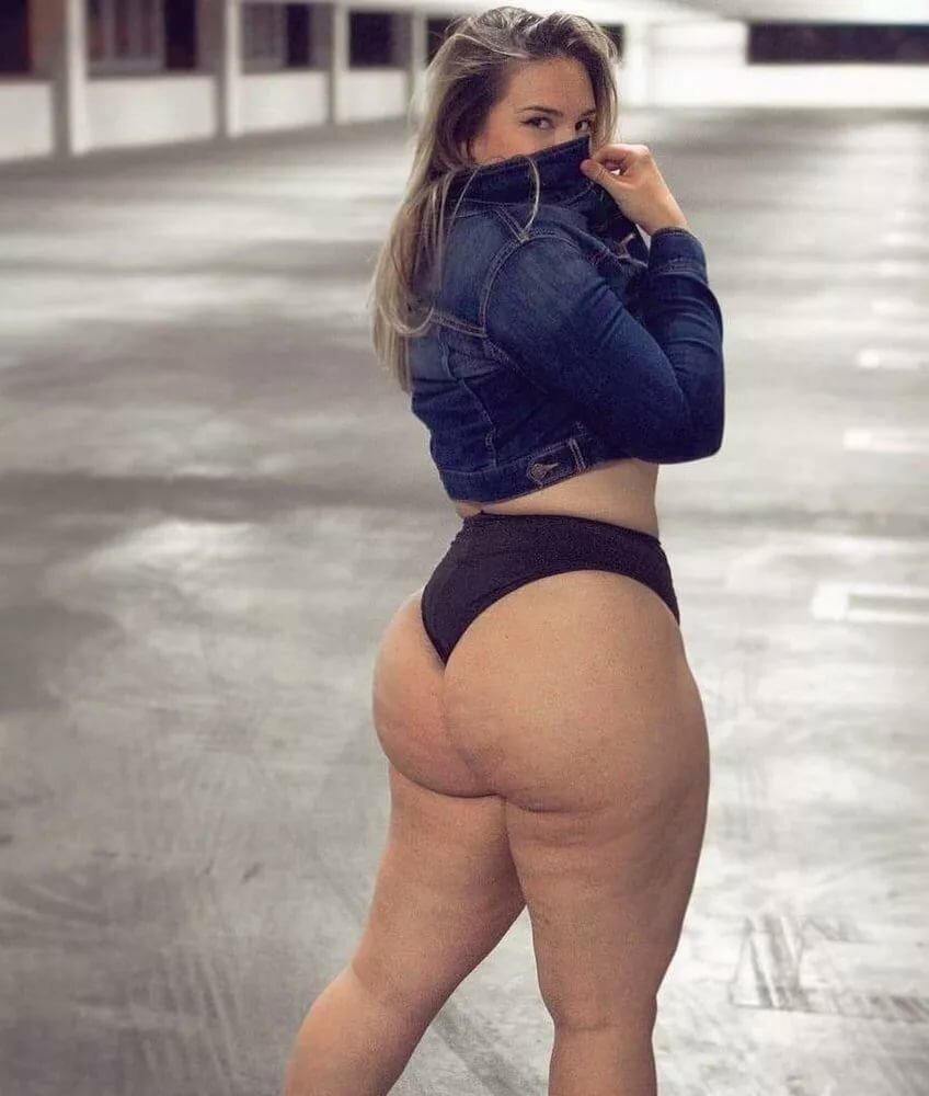 Famous women with big butts