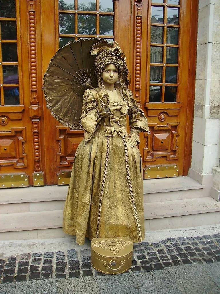 живые статуи фото средневековье ведимка, бузиная