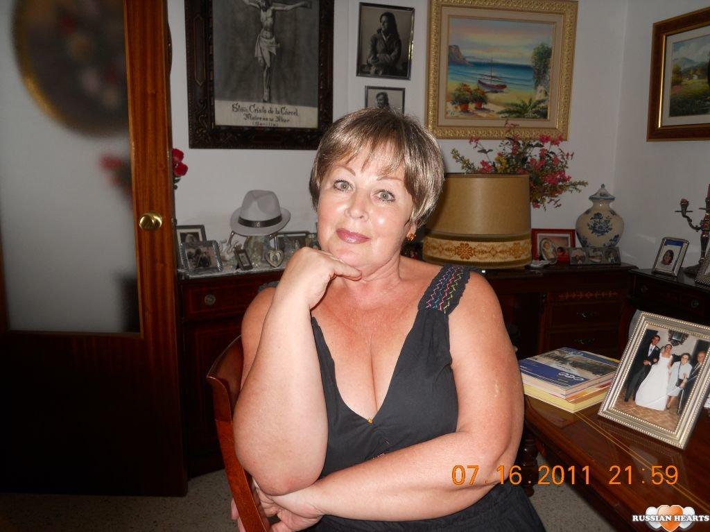 Женщина возрасте ищит мущину начас вкалуге