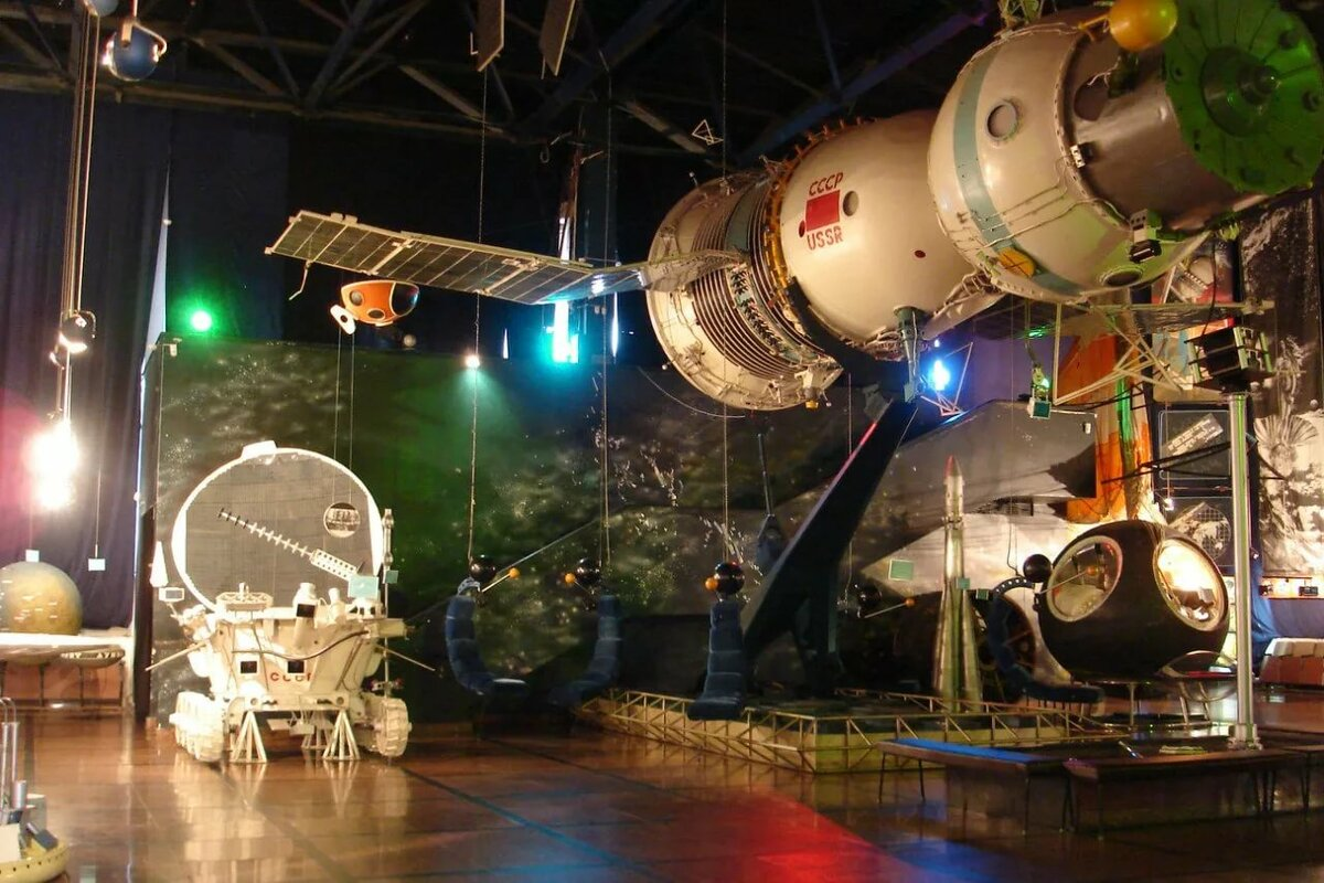 букетом фото ракеты у музея космонавтики в москве внутрь