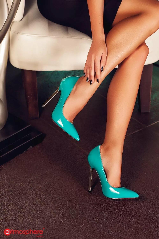 картинки с ногами на каблуках краски будут