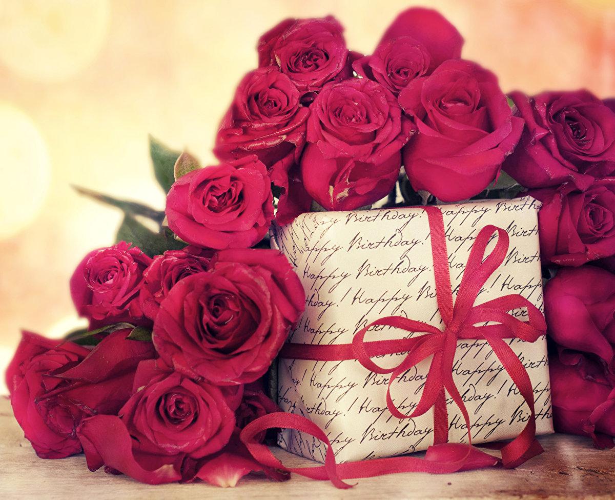 Открытка с подарком женщине, легкие