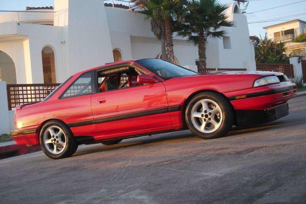 1990 Mazda MX6 возле дома