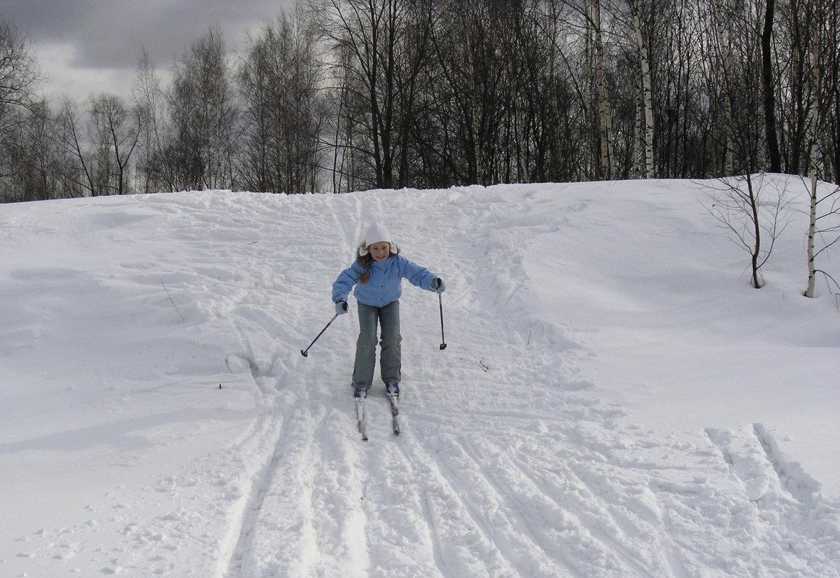 картинка лыжник с горки связывает многолетнее общение