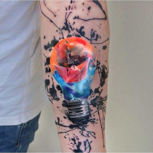 Акварельные татуировки – это проявление традиционной художественной техники в тату искусстве.