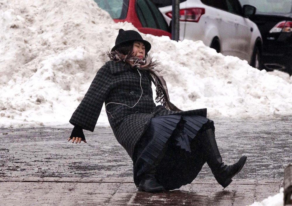упал на льду, как возместить ущерб