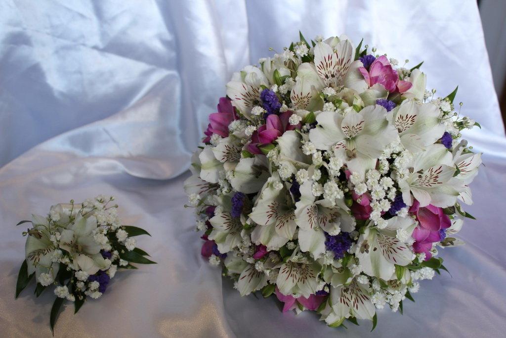 Розы оптом, свадебный букет из розы и альстромерии
