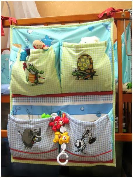 Как сшить детский органайзер с кармашками для мелочей Навесные карманы на кроватку своими руками