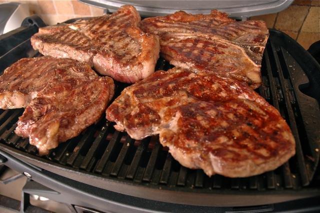 стейк из свинины сколько жарить на сковороде