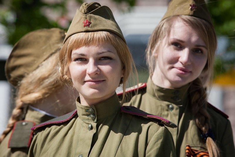 devushki-v-pilotkah-foto-nachal
