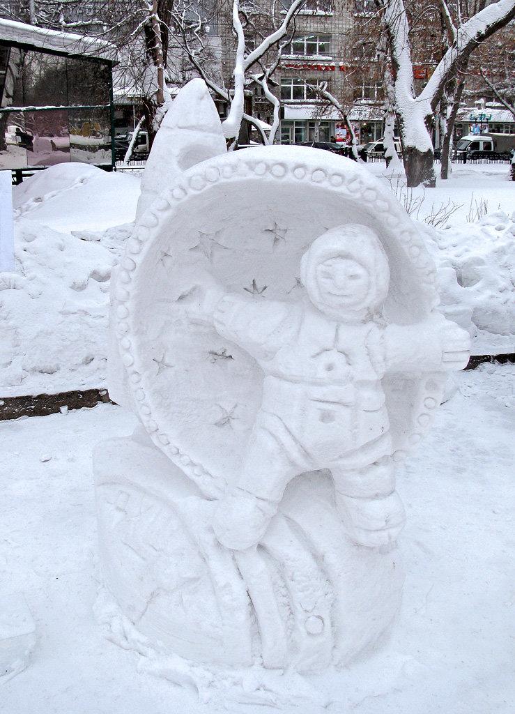 скульптуры снежные с детьми фото деревья