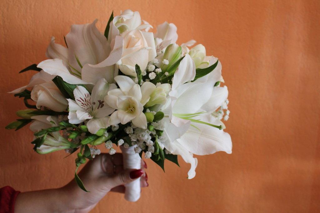 Букет невесты лилиями, роз заказать