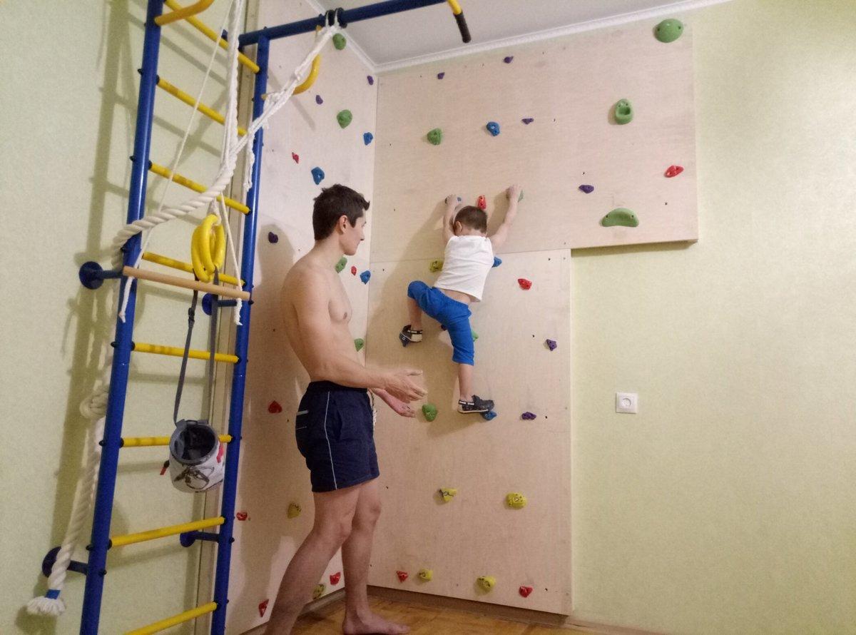 Скалодром, великолепная альтернатива шведской стенке, который поможет развить ловкость, выносливость и смекалку вашему ребенку, укрепить мышцы ног и рук, а главное дети от него просто в восторге!