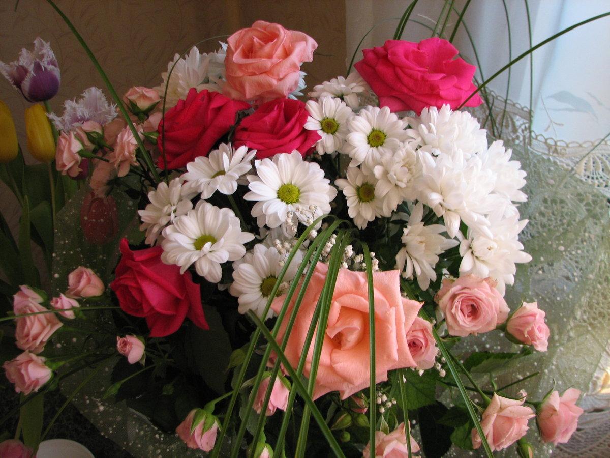 небольшими розы и открытки для женечки ценам