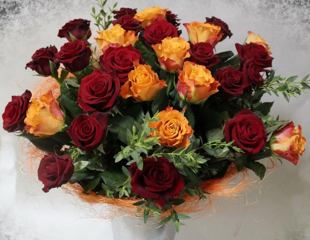 Букет роз красных и желтых