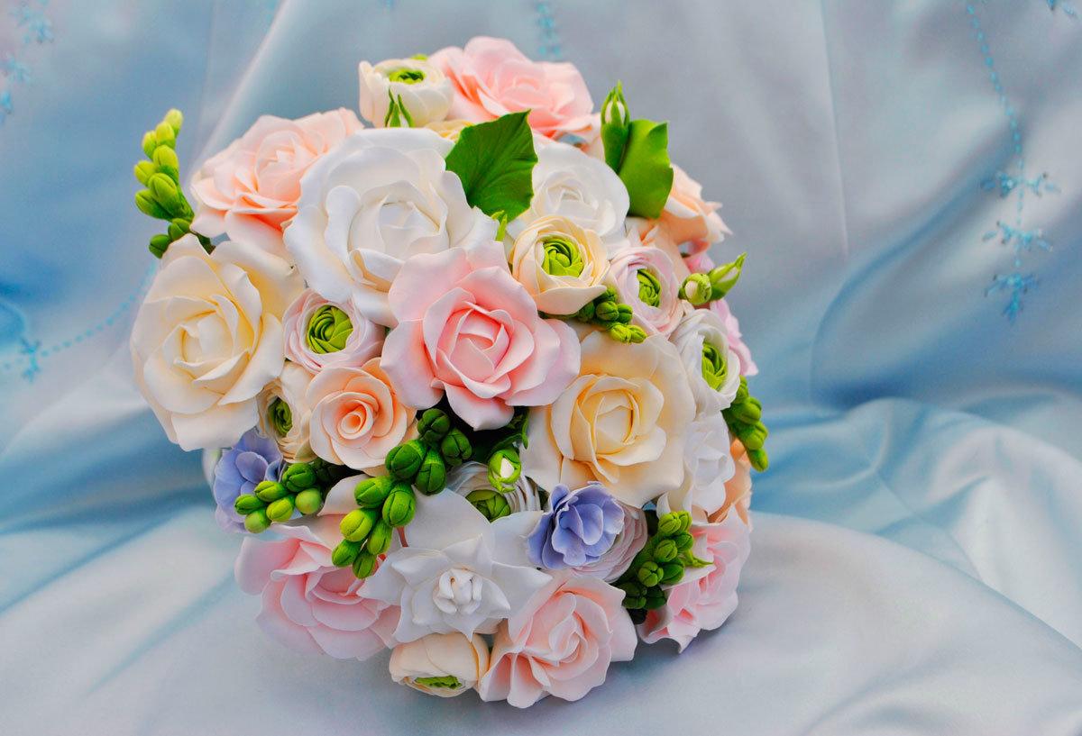Свежесрезанные оптом, букеты с фрезией для невесты розы
