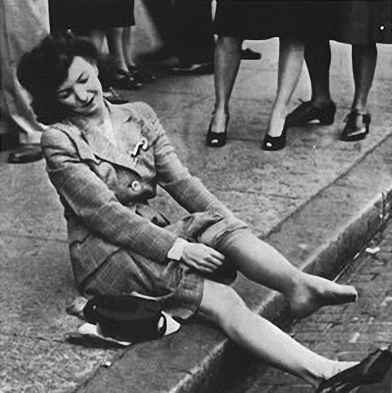 24 октября 1939 года впервые поступили в продажу нейлоновые чулки, создав ажиотаж среди покупательниц