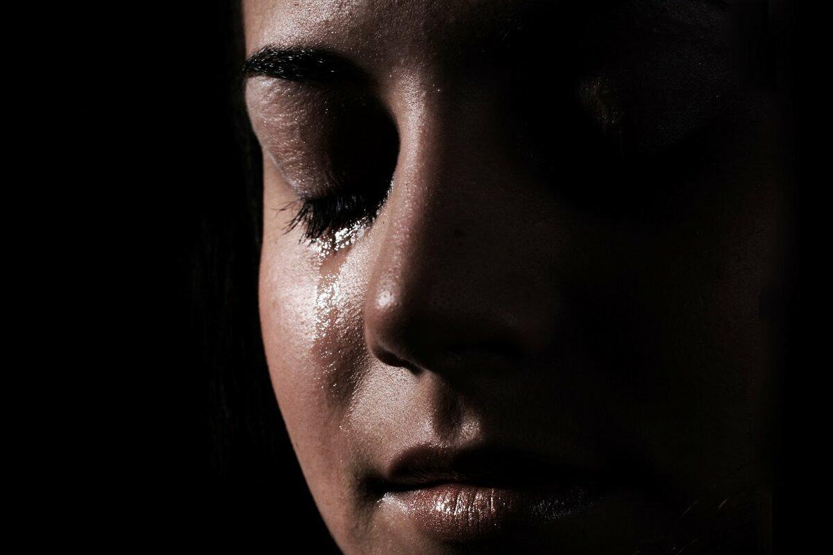 Картинки плачущих девушек с надписью