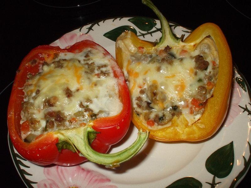 Перец фаршированный с мясом помидором и сыром