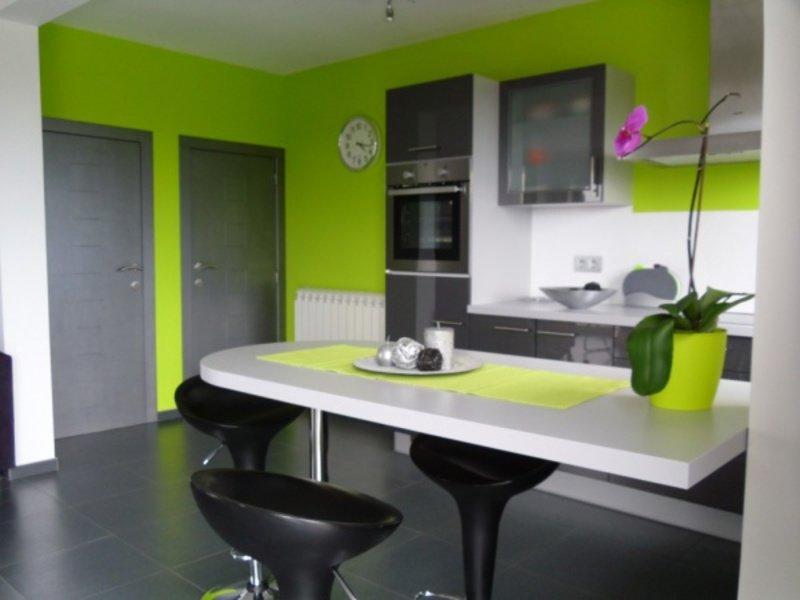Если кухня зеленого цвета какие стены