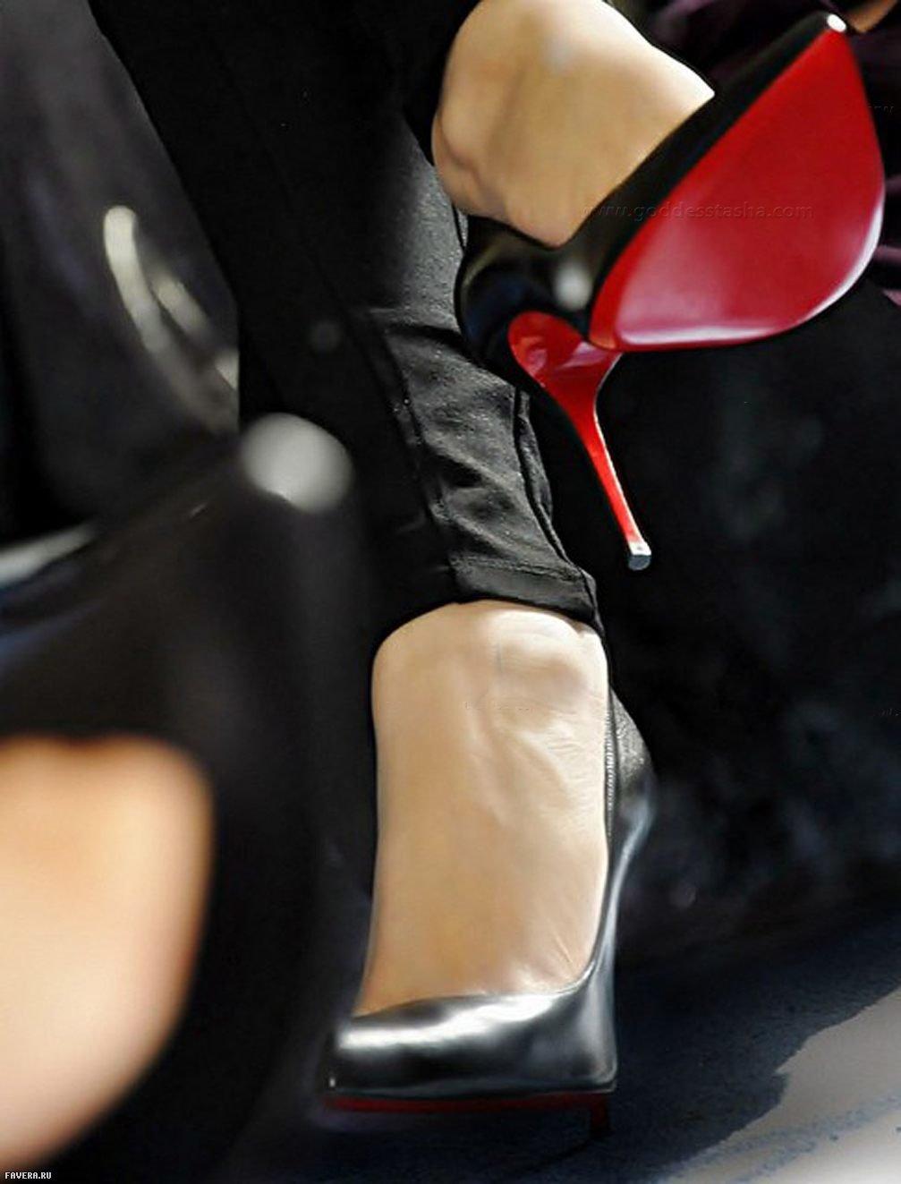 Целовать туфли бизнес-леди фото, как предложить перепих