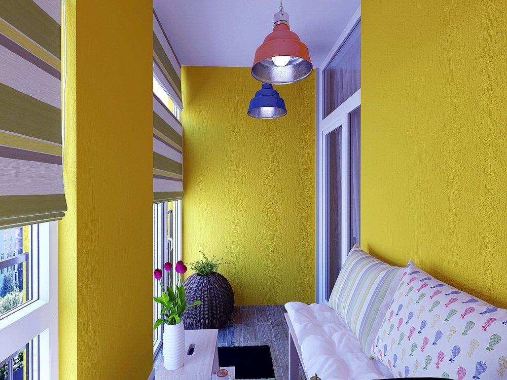 Балкон желтого цвета.