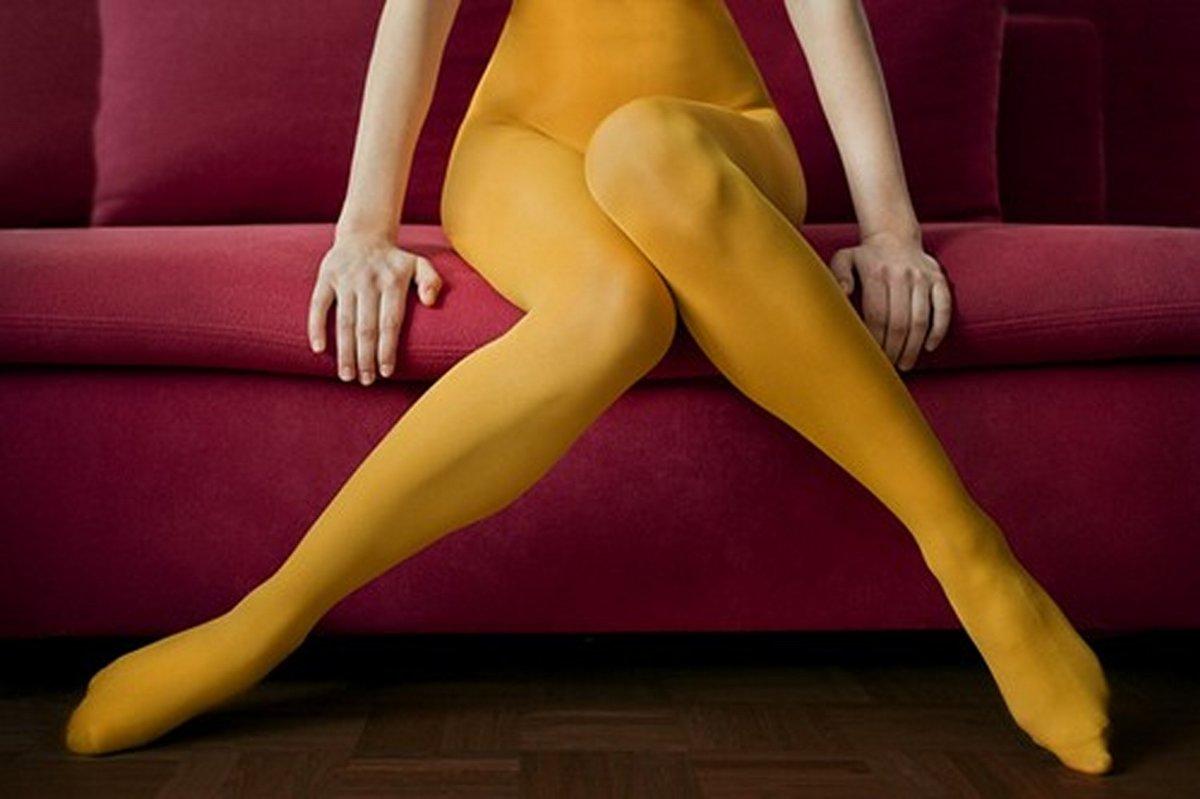 Девушкой развели в желтых чулках пришел душ порно