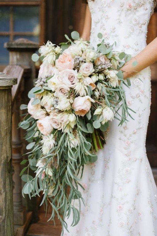 Каскадный  натуральный свадебный букет