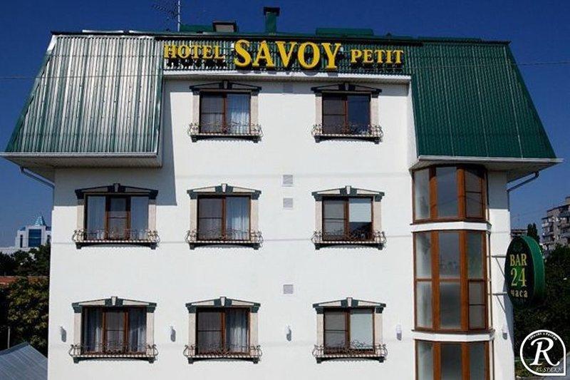 Гостиница Савой Пети днем