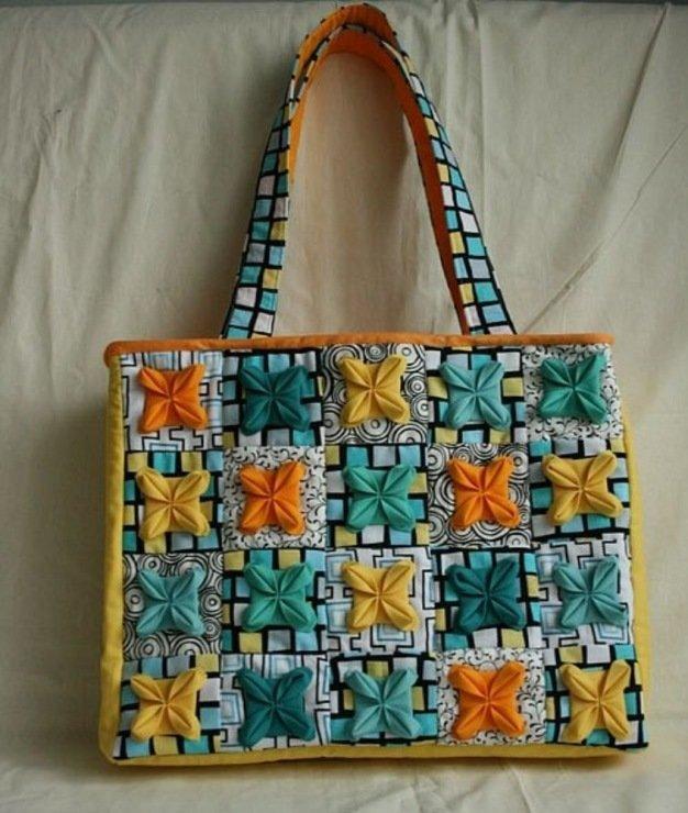 Цветочная сумка из ткани в стиле пэчворк.