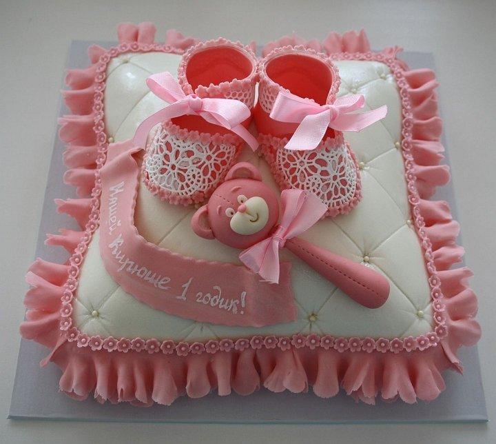 Поэтому будьте готовы к тому, что кроха обязательно постарается попробовать на вкус все яркие элементы торта, изготовленные из сладкого мастичного теста.