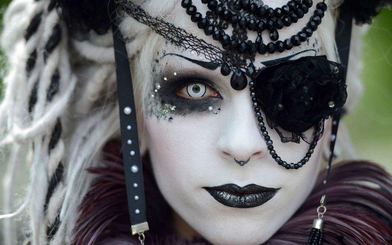 Готические макияжи: пошаговая инструкция