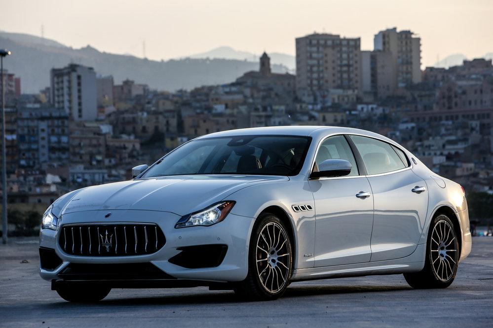 Maserati Quattroporte - большой и просторный автомобиль, и это особенно Ñорошо чувствуется изнутри.
