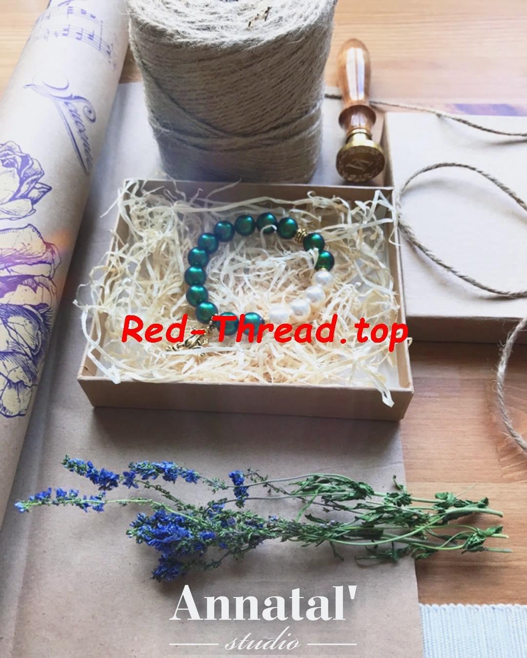 ритуал завязывания красной нитки на правом запястье незамужних