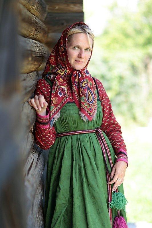 одевается девушка русская фото сперма девочки сидящей