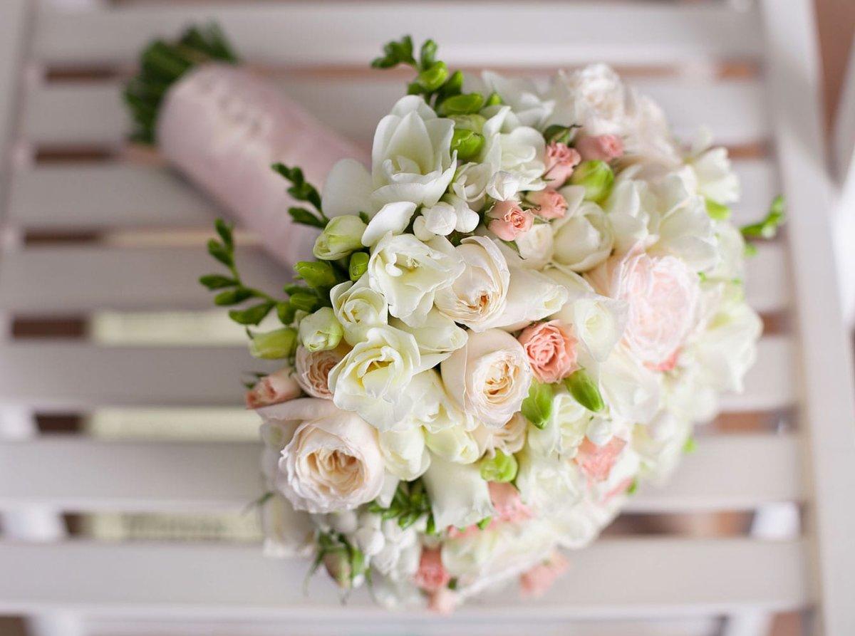 Букет делают, белый свадебные букеты из роз и фрезий