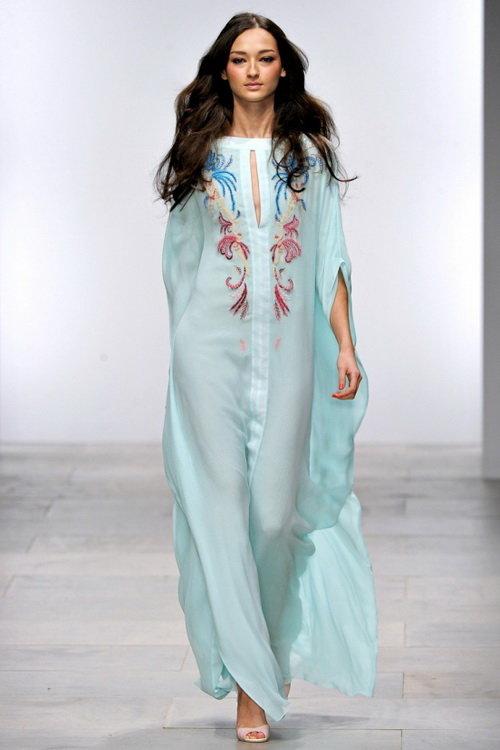 2d074f3978b ... Шелковые и шифоновые летние платья для стильных женщин  актуальные  модели