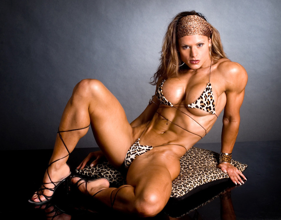 fitness-ladies-nude-amateur-friends-posing-nude-mirror