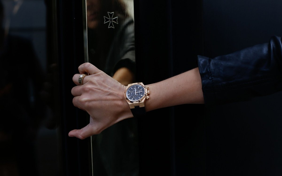 Если женщина носит мужские часы