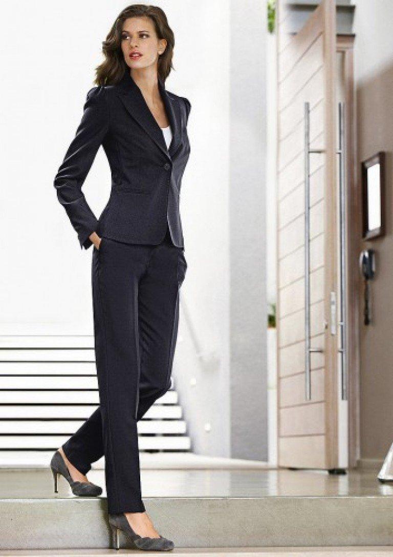 Девушка в деловом костюме видео — pic 15